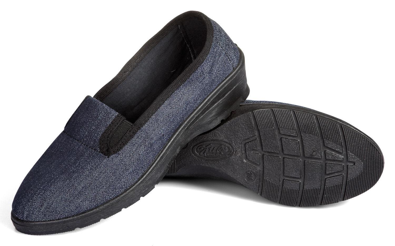 Туфлями давила на член